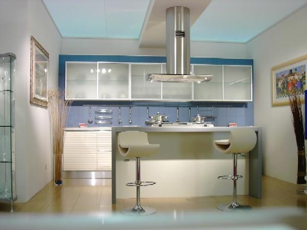 Cucina 14 - Cucina moderna: anta con estetica a tapparella, a profilo concavo, disponibile nelle ...